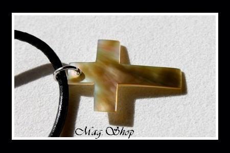 Collier Croix Nacre de Tahiti Reflets Dorés Taille H3cm MAG.SHOP