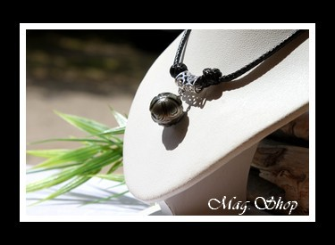 Faaroa Collier Perle de Tahiti Gravée Fleurs Hibiscus Modèle 1 MAG.SHOP