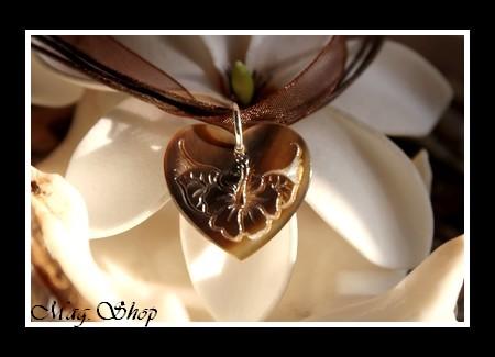 Fleur-Hibiscus-Coeurs-de-L-Ocean-Collection-Collier-Cordons-Chocolat-Coeur-Grave-Nacre-de-Tahiti-Marrons-2.5CM-MAG.SHOP-5-