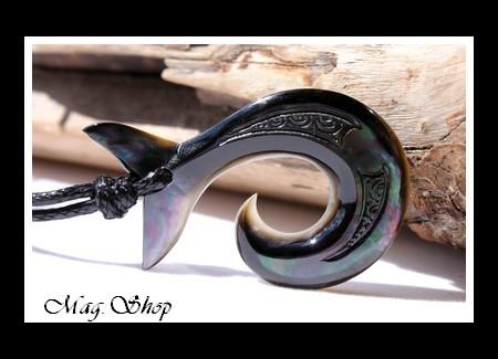 Hameçon Moana Queue de Baleine Collier Nacre de Tahiti Modèle 3 MAG.SHOP