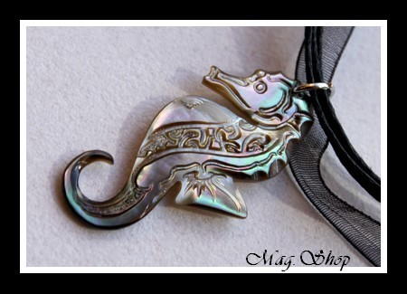 Hippocampe Marquisien Collier Nacre de Tahiti Modèle 7 MAG.SHOP