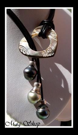 LAGON collection - Collier Coeur Gravé Nacre & 3 Perles de Tahiti MAG.SHOP TAHITI