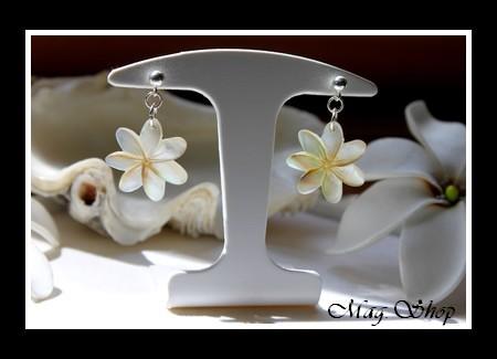 Marquises Collection Boucles d`Oreilles Tekava Argent Rhodié 925 Fleurs de  Tiaré Nacre de Tahiti 435376899a4