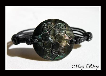Marquises Collection  Bracelet Tuamotu Fleur de Frangianier Nacre de Tahiti 3cm  MAG.SHOP