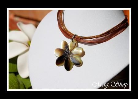 Marquises Collection  Collier Miti Fleur de Tiaré 2.5cm Nacre de Tahiti Reflets Ocres MAG.SHOP