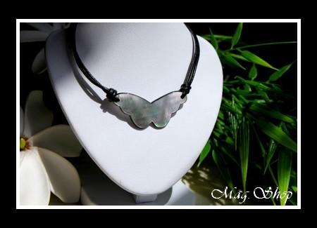 Marquises Collection  Collier Temoe Papillon Nacre de Tahiti Longueur 4cm X H 2cm MAG.SHOP