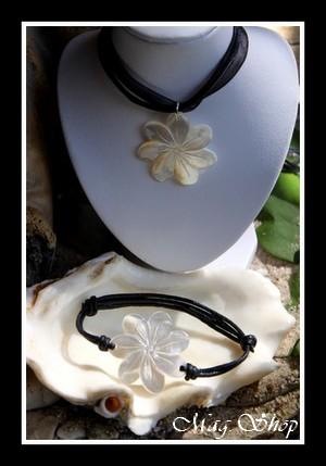 Marquises Collection  Parure Collier & Bracelet Fleurs de Tiaré Nacre de Tahiti Reflets Clairs 3cm MAG.SHOP
