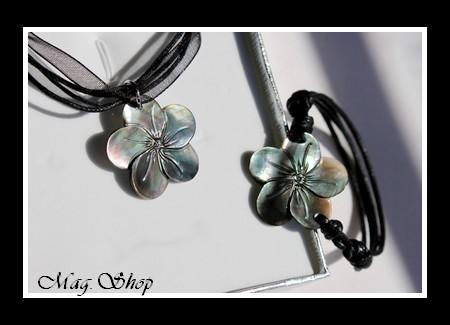 Marquises Collection  Parure Miti Collier & Bracelet Fleurs de Tiaré Nacre de Tahiti 3cm  Reflets Foncés MAG.SHOP