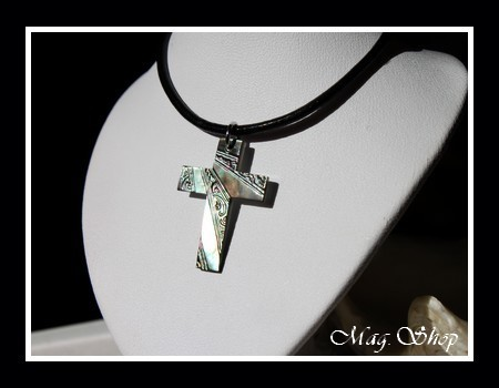 Moana Collection Collier Croix Marquisienne Nacre de Tahiti MAG.SHOP
