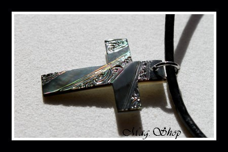 Moana Collection Collier Croix Marquisienne Nacre de Tahiti MAG.SHOP2