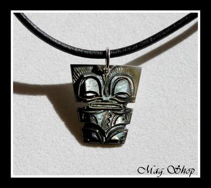 Moana Collection  Collier Tiki Marquisien Nacre de Tahiti 2.5cm Reflets Foncés  MAG.SHOP