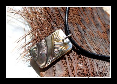 Moorea Marquisien Collier Nacre H2.5cm de Tahiti Reflets Marrons Colorés MAG.SHOP