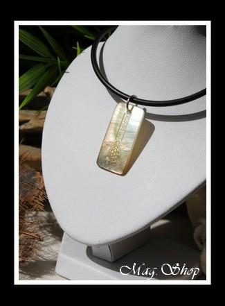 Moorea Nui Tortue Marquisienne Collier Nacre de Tahiti H3cm Reflets Clairs MAG.SHOP