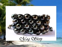 Marutea Collection / Bracelet Surfeur Poehiva / 4 Rangs / 48 Perles de Tahiti B/C+/C/D (8mm/9.80mm) / Taille Réglable 20cm / Tressage Coton Noir (photos contractuelles)