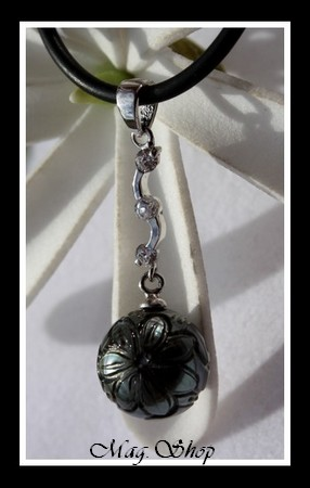 Tefarerii Collier Perle de Tahiti Gravée Fleur de Tiaré MAG.SHOP