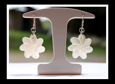 Tiaia Tavana Boucles d`Oreilles Fleurs de Tiaré Nacres de Tahiti Modèle 5 MAG.SHOP