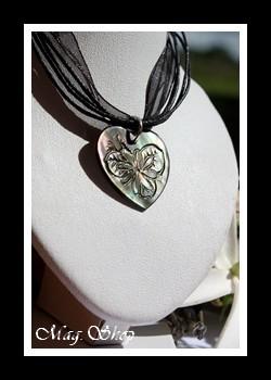 Vaihitia Collier Coeur Fleur de Tiaré Nacre de Tahiti Modèle 8 MAG.SHOP